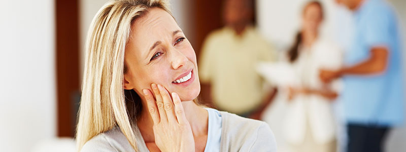 Women experience tooth pain and has a dental emergency